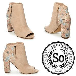 🆕🌺 DAMSELFLY Embroidered Suede Zip Ankle Bootie